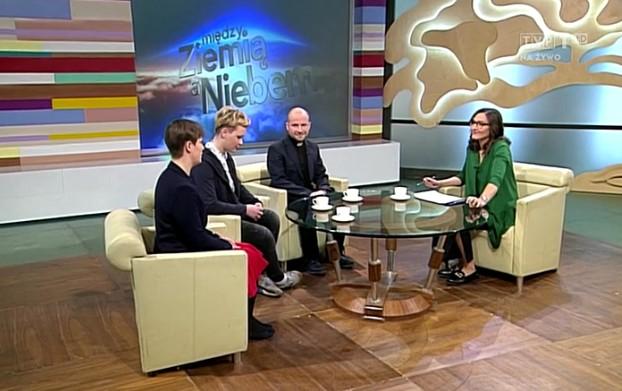 Prof. Monika Przybysz, Natalia Lińczowska i ks. Mateusz Buczma w Między Ziemią a Niebem TVP1