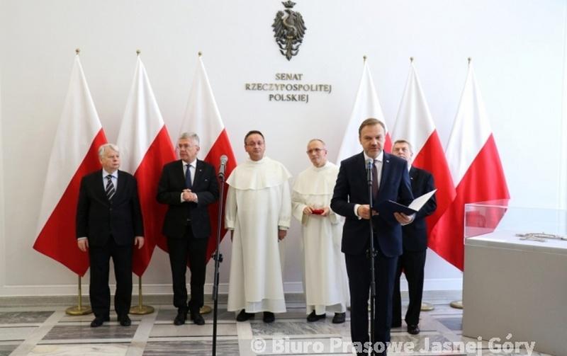 """Wystawa """"Jubileusz 300-lecia Koronacji Obrazu Matki Bożej Jasnogórskiej"""" w Senacie RP - 14 grudnia 2017"""