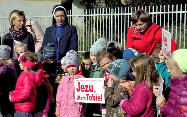 Koronka na ulicach miast świata 2017 w parafii jezuitów w Łodzi