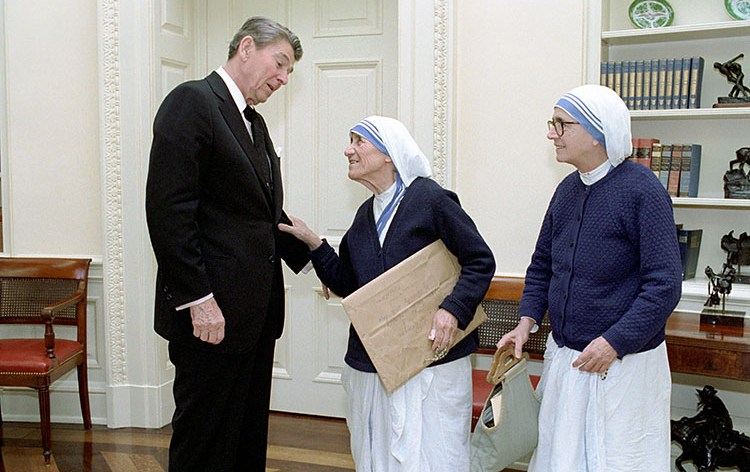 12/16/1985 Meeting with Mother Teresa of Calcutta with Sister Priscilla in oval office.